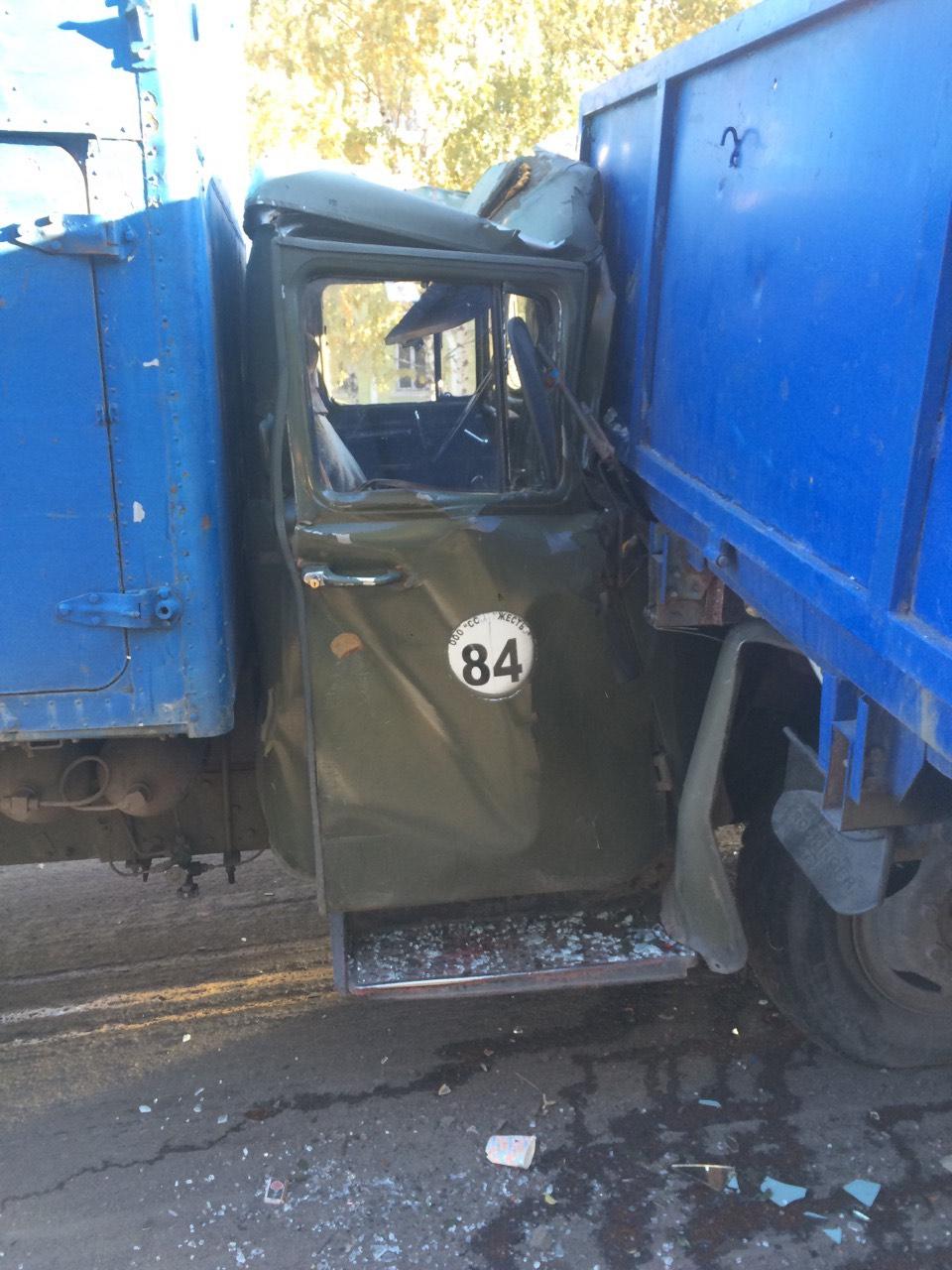 В Краматорске столкнулись два грузовика (фото) - фото 1
