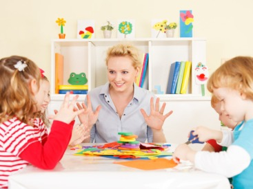 ABA-therapist-with-children
