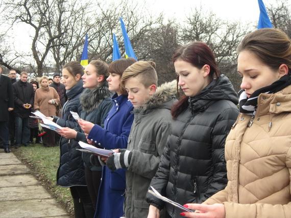 В Краматорске состоялся траурный митинг в память о жертвах голодомора (ФОТО и ВИДЕО) (фото) - фото 5
