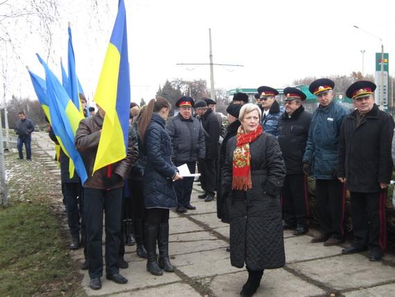 В Краматорске состоялся траурный митинг в память о жертвах голодомора (ФОТО и ВИДЕО) (фото) - фото 2