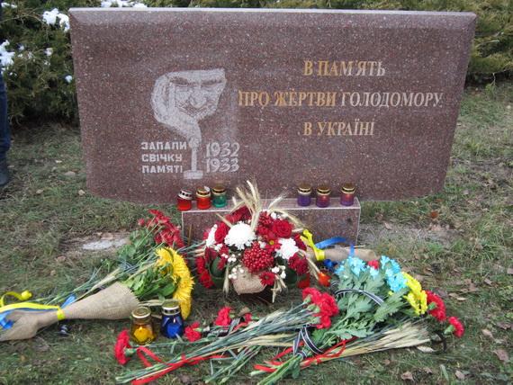 В Краматорске состоялся траурный митинг в память о жертвах голодомора (ФОТО и ВИДЕО) (фото) - фото 9