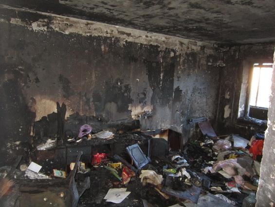 Пожар на бульваре Краматорский уничтожил квартиру и повредил две соседние (ФОТО) (фото) - фото 2